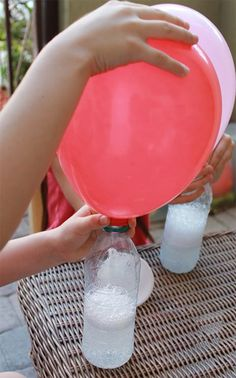 DIY Helium balloons !!! No helium needed to fill balloons for parties. How to: just vinegar and baking soda! I NEED TO REMEMBER THIS! this is important since helium is not a renewable source and is in such short supply.