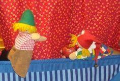 Mitwirkende: Kasperl, Gretel, Seppel Kasperl kommt singend mit Apfel auf die Bühne Kasperl:  Tri tra trallala...