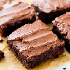 Thick and fudgy brownies layered with sweet mint frosting and easy chocolate ganache. These classic mint chocolate brownies will blow your mind; they're the best! Homemade Brownies, Best Brownies, Fudgy Brownies, Turtle Brownies, Easy Desserts, Delicious Desserts, Dessert Recipes, Baking Desserts, Bar Recipes