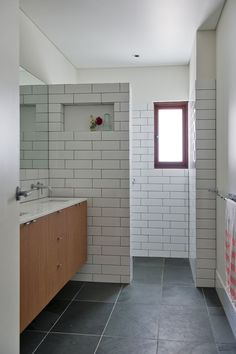To da loos: White subway tiles with dark grout do we like it? Thanks for you visiting To da loos: White subway tiles wi. Grey Bathroom Floor, Slate Bathroom, White Subway Tile Bathroom, Bathroom Tile Designs, Laundry In Bathroom, Bathroom Flooring, Bathroom Wall, Slate Flooring, Wall Tile