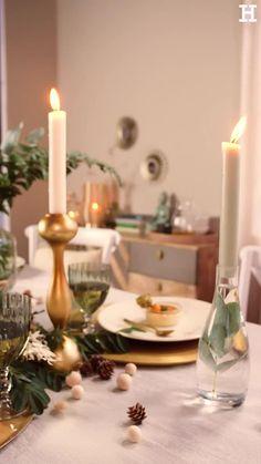Süßer, äh Verzeihung grüner die Glocken nie klingen und während sich einige Weihnachtsmuffel noch vor dem Fest der Liebe sträuben, zeigen wir euch im dritten Teil aus unserer Serie festliche Tischdeko, mit welchen Tipps und Tricks man selbst mit jeder Menge natürlichen Elementen für einen großen weihnachtlichen Wow-Effekt an einer gedeckten Tafel sorgen kann. Special Day, Bedroom Decor, Christmas Decorations, Candles, Make It Yourself, Tricks, Table, Dining Room, Design