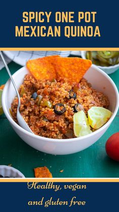 Easy, healthy and flavorful Mexican quinoa made in just one pot- perfext for busy weekday meals Quick Healthy Meals, Healthy Foods, Healthy Recipes, Mango Recipes, Mexican Food Recipes, Ethnic Recipes, Dinner Ideas, Dinner Recipes, Look And Cook