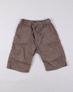 Bermudas bolsillos traseros cierre velcro  http://www.quiquilo.es/catalogo-ropa-segunda-mano/bermudas-bolsillos-traseros-cierre-velcro-color-marron-marca-hm.html