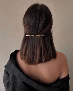 sleek short hair Best Picture For beauty art For Your Taste You are looking for something, and it is Hair Inspo, Hair Inspiration, Medium Hair Styles, Short Hair Styles, Hair Clip Styles, Medium Thick Hair, Cute Short Hair, Short Hair Dos, Curly Hair Styles Easy