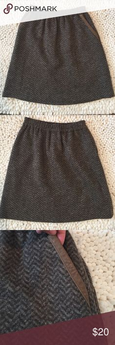 """J Crew Wool Skirt Gorgeous Wool J Crew skirt. A line silhouette. Tweeted pattern. Size 00, 18"""" long. Elastic waist line. 79% wool and 21% polyester. Two front pockets with brown faux leather trim. Like new J. Crew Skirts A-Line or Full"""
