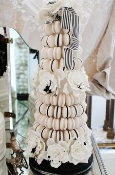 This is perfect! Would love it for my wedding!  Elaborate Macaron Tower | Weddingbells.ca