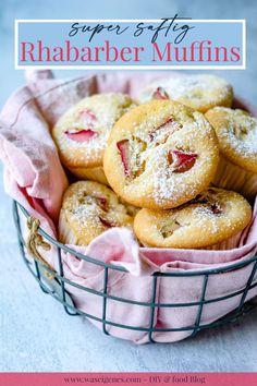 Rezept für saftige Rhabarber Muffins - schnell und einfach, sehr saftig! waseigenes.com #Rhabarber Donut Muffins, Doughnut, Donuts, Sweet And Salty, Love Is Sweet, German Baking, Rhubarb Recipes, Diy Food, Baking Recipes