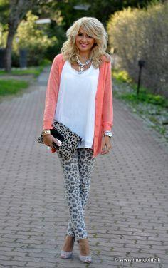love the outfit. not loving the shoes, bag, or jewelry.
