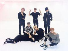 #방탄소년단 #BTS #WINGS '피 땀 눈물 (Blood Sweat & Tears)' Dance Practice (youtu.be/v8z1TtlY1no)