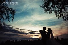 Beautiful sunset bridal session by the lake www.annarenarda.com