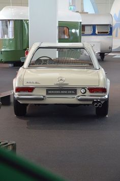 Classic Car News Pics And Videos From Around The World Mercedes Benz Coupe, Mercedes Auto, Mercedes 230, Mercedes Benz Autos, Classic Mercedes, Classic Motors, Classic Cars, M Benz, Chevrolet Corvette