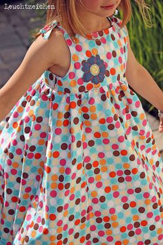 Lillesol & Pelle Schnittmuster / Muster: Trägerkleid, Polka Dots / Happy - Sewing for kids - Sewing For Kids, Baby Sewing, Little Girl Closet, Moda Kids, Diy Kleidung, Apron Dress, Dress Sewing, Pinafore Dress, Handmade Clothes