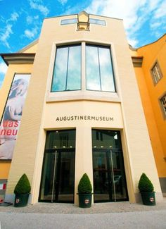 Das größte Museum der Stadt Freiburg ist das Augustinermuseum (Museum für Kunst- und Kulturgeschichte am Oberrhein im ehemaligen Kloster der Augustiner-Eremiten) am Augustinerplatz, eines der bedeutendsten Museen in Südbaden.