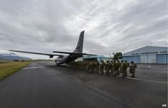 """The exercise """"Southern Cross"""" is in full swing in New Caledonia. Since August 25, 2014, to September 5, the Armed Forces of New Caledonia (FANC) lead the biennial exercise """"Southern Cross"""" in the islands of Lifou and Tiga, from the air base ( BA) 186-Tontouta Noumea. Here paratroops board an Armée de l'Air C-160 Transall tactical transport, workhorse of both French Air Force and German Luftwaffe for decades."""
