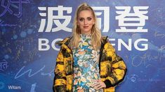 Bosideng, brand cinese leader mondiale nella lavorazione della piuma ha  sfilato per la  prima  volta  a Milano ieri, giovedì  19  settembre, in  occasione  di Milano Moda Donna.   #Bosideng Milano Fashion Week, Nicole Kidman, Kendall Jenner, Kimono Top, Tops, Women, Good Morning, Women's, Shell Tops