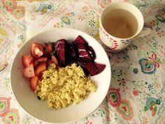 Beterraba + tomate (com azeite e oregaos secos) + ovos mexidos (2ovos + leite aveia + raspas de limão) + chá de gengibre