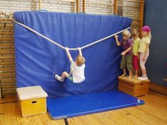 Children's gymnastics is called Pe Activities, Motor Skills Activities, Gross Motor Skills, Crossfit Kids, Kids Gym, Kids Sports, Preschool Gymnastics, Children's Gymnastics, Motor Planning