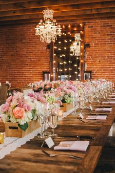 13 Best Ideas For Backyard Wedding Modern Table Settings Fall Table Settings, Wedding Table Settings, Table Wedding, Garden Wedding, Inexpensive Wedding Venues, Outdoor Wedding Reception, Wedding Reception Decorations, Table Decorations, Wedding Ideas