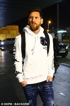 Barcelona stars Messi, Suarez and Dembele fly home for Christmas Messi Pictures, Messi Photos, Messi Vs Ronaldo, Messi 10, Antoine Griezmann, Fc Barcelona, Cr7 Junior, Ayo And Teo, Lionel Messi Wallpapers