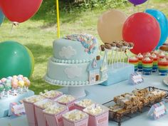 """Disney """"UP"""" birthday cake - gorgeous!  I AM GOING UP HILL NOT DOWN ??? IDEA FOR THEME ??"""