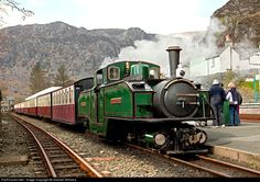 Double Fairlie loco earl of merioneth stands at Blaenau Ffestiniog on the Ffestiniog Railway by Graham Williams Heritage Train, Heritage Railway, Art Transportation, Old Steam Train, Steam Railway, Abandoned Train, British Rail, Old Trains, Thomas The Tank