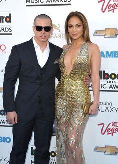 Casper Smart y Jennifer Lopez en la alfombra roja de los Premios Billboard 2013 en Las Vegas