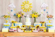 Festa you are my sunshune Sunshine Birthday Parties, 1st Birthday Party For Girls, Baby Party, Baby Birthday, Baby Shower Parties, Baby Shower Themes, Sunshine Baby Showers, Baby Shower Deco, 1st Birthdays