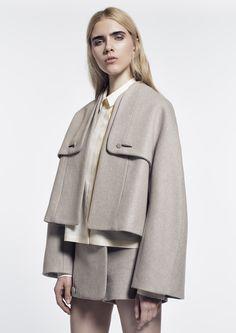 Kenta Matsushige - The Kenta Matsushige Fall/Winter 2014 collection embodies an aesthetic of clean and modern minimalism. Based in Japan, the designer studied at Cham. Minimal Fashion, High Fashion, Vintage Mode, Fashion Details, Fashion Design, Casual Outfits, Fashion Outfits, Runway Fashion, Womens Fashion