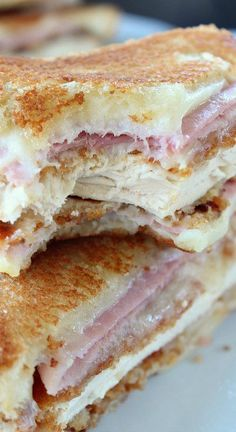 13 Chicken Cordon Bleu Grilled Grilled Cheese Sandwiches that your family will go CRAZY for! Sandwich Bar, Grilled Sandwich, Soup And Sandwich, Steak Sandwiches, Sandwich Ideas, Lunch Recipes, Great Recipes, Cooking Recipes, Favorite Recipes