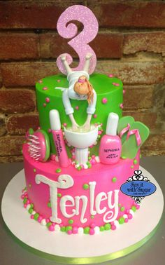 Spa birthday cake in pink and green Spa Party Cakes, Spa Party Foods, Spa Cake, Spa Birthday Cake, Spa Birthday Parties, Cupcakes, Cupcake Cakes, Girl Spa Party, Make Up Cake