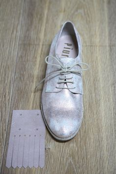 How to: hoe bevestig je franjes op de schoenen?