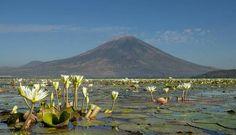 Volcán Chaparrastique desde la Laguna El Jocote, San Miguel, El Salvador