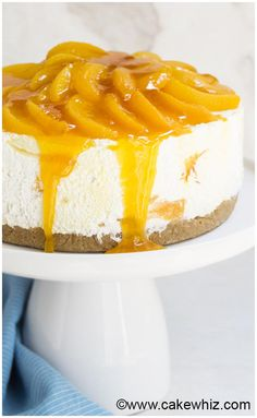 Easy No Bake Peach Cheesecake Ahh, cheesecake recipes and efficiency: two major components essential to the fabric of American culture. We love this Easy No Bake Peach Cheesecake! Non Bake Cheesecake, Peach Cheesecake, Baked Cheesecake Recipe, Homemade Cheesecake, Classic Cheesecake, Non Bake Desserts, Easy Desserts, Delicious Desserts, Dessert Recipes
