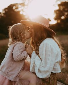 Mother Daughter Pictures, Mother Daughter Photos, Mother Daughter Photography, Mother Daughters, Daddy Daughter, Family Posing, Family Portraits, Children Photography, Family Photography