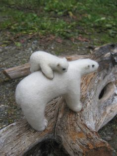 OOAK Mama Polar Bear & Carrying Baby  Needle Felted by SoftForest, $60.00 Needle Felted Animals, Felt Animals, Needle Felting, Polar Bear Images, Polar Bears, Polaroid, Miniture Things, Soft Sculpture, Winter White