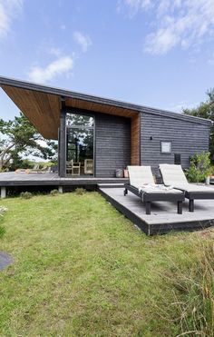 Nyt sommerhus med havudsigt til under en million New cottage with sea view to less than a million Tiny House Cabin, Tiny House Design, Modern House Design, Cabin House Plans, Casas Containers, Forest House, Prefab Homes, Small House Plans, Little Houses