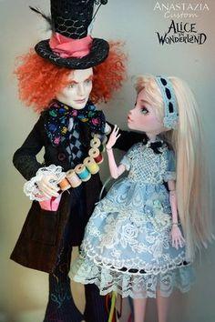 Monster High custom OOAK Alice in the Wonderland. Dolls of origin: Mad Hatter - Monster High Jackson Jekyll. Alice - Monster High Draculaura.