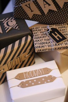 Gift Wrapping Inspiration : gift wrapping with cardboard banners and tags Creative Gift Wrapping, Present Wrapping, Wrapping Ideas, Creative Gifts, Pretty Packaging, Gift Packaging, Craft Gifts, Diy Gifts, Diy Cadeau Noel