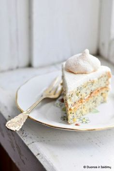 hazelnut poppy seed cake with apricot jam & vanilla meringues