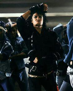 Michael Jackson Bad, Mike Jackson, Duck Face, King Of Music, Famous People, Husband, Rey, Celebrities, Moon