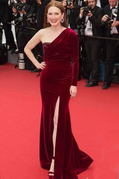 Julianne Moore in custom Givenchy Haute Couture by Riccardo Tisci, Cannes 2015 Split Prom Dresses, Prom Dresses 2015, Oscar Dresses, Gala Dresses, Nice Dresses, Evening Dresses, Bridesmaid Dresses, Julianne Moore, Hollywood Fashion