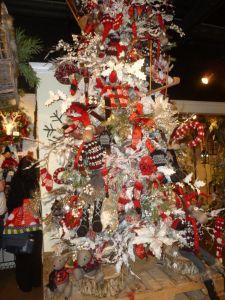 Snowy Mountain Christmas tree theme, Raz Imports, AmericasMart Atlanta Christmas decorating http://www.ShowMeDecorating.com