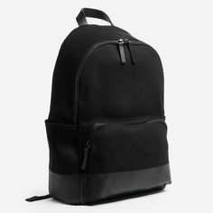 The Dipped Zip Black Backpack - Everlane.  Minimalist woman bag |  Minimalist backpack | Minimalist purse | Capsule wardrobe | Slow fashion | Simple style