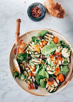 Grilled zucchini salad with romesco dressing - Delicious meal salad with grilled zucchini. This zucchini salad is extra tasty because of the romes - Zucchini Salad, Grilled Zucchini, Salad Dressing Recipes, Salad Recipes, Healthy Recipes, Vegan Dinners, Love Food, Food Inspiration, Clean Eating