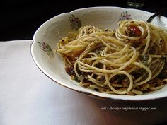 Spaghetti Integrali + mollica di pane + uva passa + Pinoli + Pane