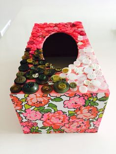 Paper and button tissue box - pinks and greens