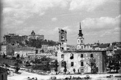 előtérben a budai szerb templom, háttérben az Alexandriai Szent Katalin-plébániatemplom.