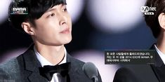 """Lay's winning speech for the """"Artist of the Year in Asia"""" Award at the MAMAs 2014 (5/5)"""
