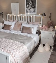 """8 Teen Bedroom Theme Ideas That's So Great! - Hoomble - Teens have unique ideas of what they consider as """"cool bedrooms."""" Teen bedroom themes reflect t - Bedroom Themes, Bedroom Styles, Bedroom Decor, Bedroom Ceiling, Cozy Bedroom, Trendy Bedroom, Bedroom Neutral, Bedroom Small, Cozy Home Decorating"""