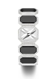 Secret cuff watch in 18K white gold set with 884 brilliant-cut diamonds  and 1 portrait-cut diamond . Natural onyx elements. Mosaic of polished gold facets under the portrait diamond. Piaget 56P quartz movement.